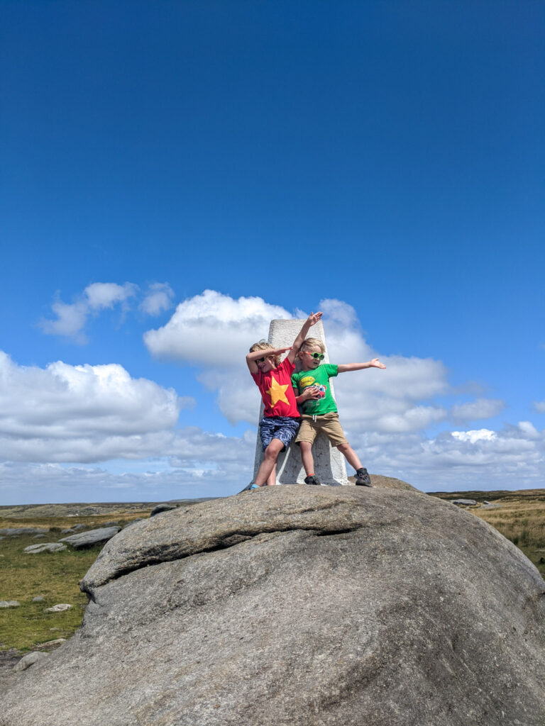 Kinder trig point