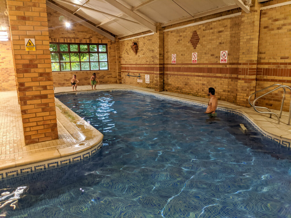 Knockerdown Holiday Cottages - swimming pool