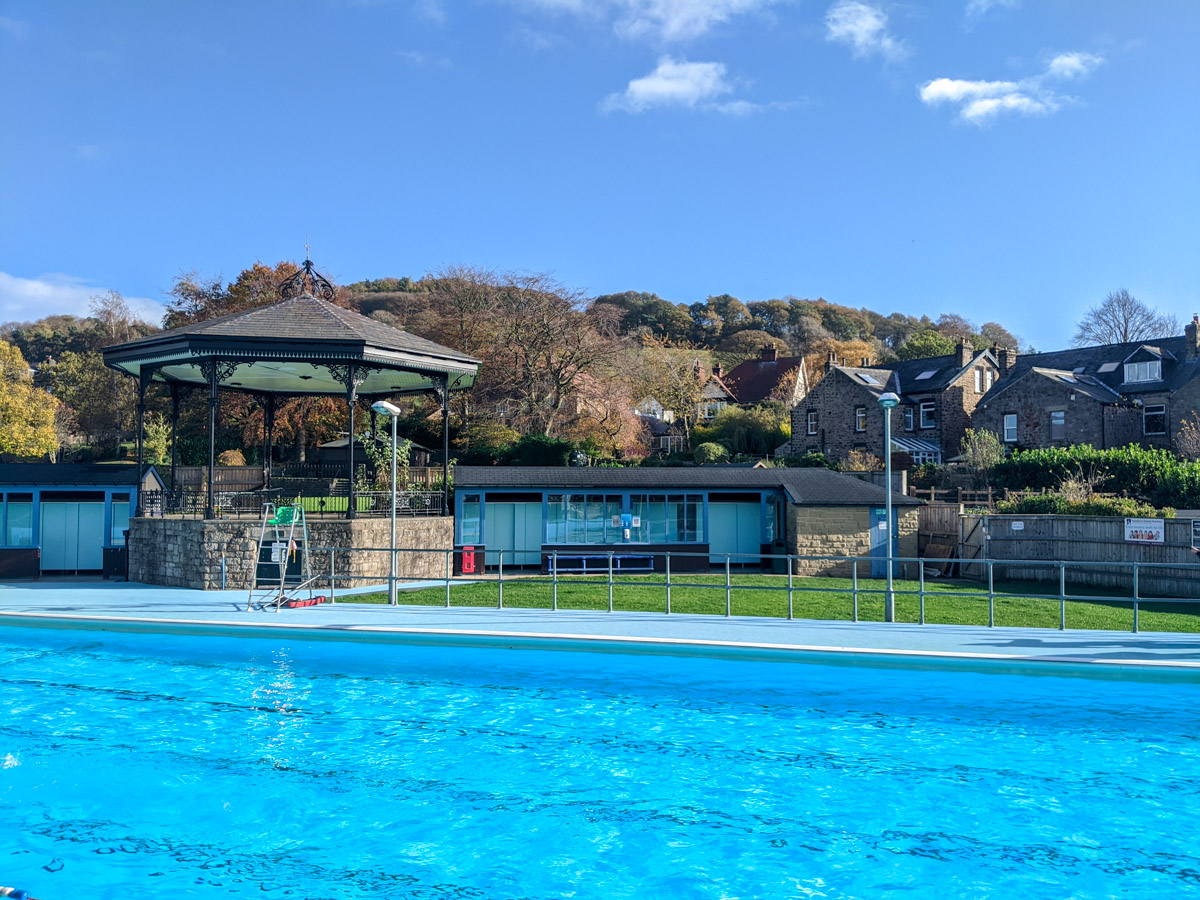 Family fun at Hathersage outdoor swimming pool