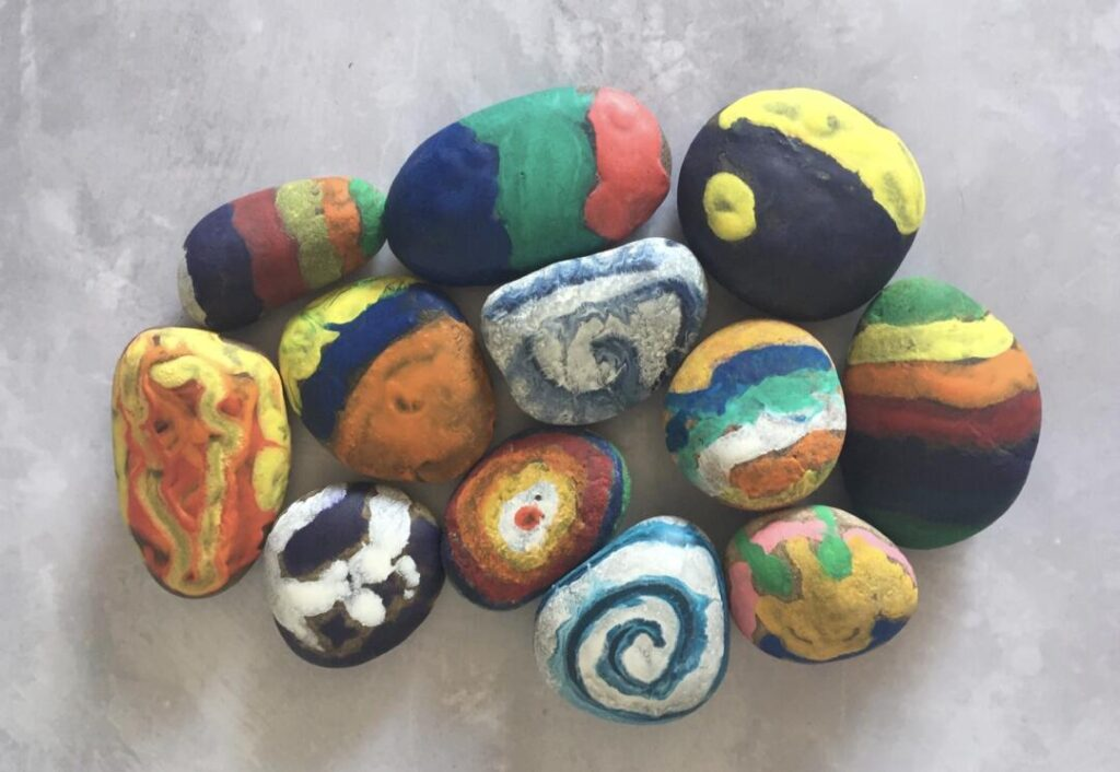 decorate rocks with melted crayon