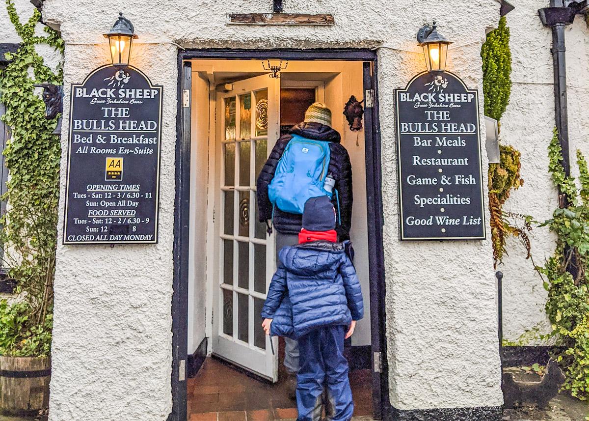 14 Peak District pub walks (1-8 km, circular)
