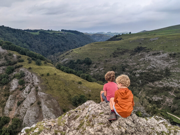 Thorpe Cloud walk: including Dovedale stepping stones (2.5km, circular)
